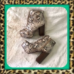 👑Faux Snakeskin Platform Ankle Boots. Brand New!